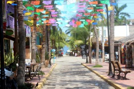 sayulita-plaza-to-beach